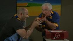 Steve Parker, Lou Carpenter in Neighbours Episode 5561