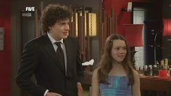 Harry Ramsay, Sophie Ramsay in Neighbours Episode 5866