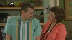 Toadie Rebecchi, Lyn Scully in Neighbours Episode 5867