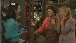 Kate Ramsay, Lyn Scully, Donna Freedman in Neighbours Episode 5867