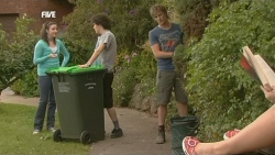 Kate Ramsay, Harry Ramsay, Andrew Robinson, Summer Hoyland in Neighbours Episode 5867