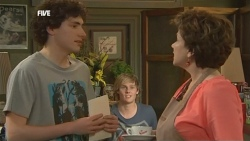 Harry Ramsay, Andrew Robinson, Lyn Scully in Neighbours Episode 5867