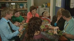 Andrew Robinson, Callum Jones, Libby Kennedy, Lyn Scully, Charlie Hoyland, Steph Scully, Toadie Rebecchi in Neighbours Episode 5867