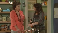 Lyn Scully, Libby Kennedy in Neighbours Episode 5867