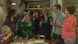 Charlie Hoyland, Libby Kennedy, Andrew Robinson, Callum Jones, Summer Hoyland, Steph Scully, Toadie Rebecchi, Lyn Scully in Neighbours Episode 5867