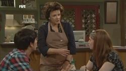 Zeke Kinski, Lyn Scully, Mia Zannis in Neighbours Episode 5870