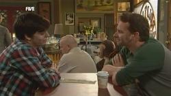 Zeke Kinski, Lucas Fitzgerald in Neighbours Episode 5870