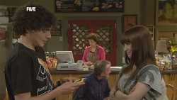 Harry Ramsay, Lyn Scully, Summer Hoyland in Neighbours Episode 5872
