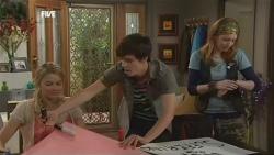 Donna Freedman, Zeke Kinski, Mia Zannis in Neighbours Episode 5872