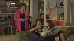 Lyn Scully, Harry Ramsay, Summer Hoyland in Neighbours Episode 5872