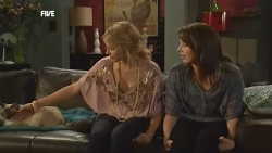 Cat, Donna Freedman, Kate Ramsay in Neighbours Episode 5873