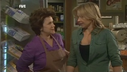 Lyn Scully, Steph Scully in Neighbours Episode 5874