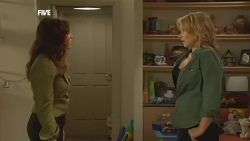 Libby Kennedy, Steph Scully in Neighbours Episode 5874