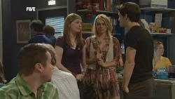 Toadie Rebecchi, Mia Zannis, Donna Freedman, Zeke Kinski in Neighbours Episode 5877