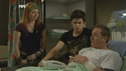 Mia Zannis, Zeke Kinski, Karl Kennedy in Neighbours Episode 5877