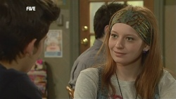 Zeke Kinski, Mia Zannis in Neighbours Episode 5878