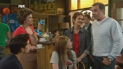 Zeke Kinski, Lyn Scully, Mia Zannis, Susan Kennedy, Karl Kennedy in Neighbours Episode 5878
