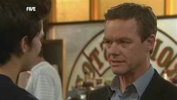 Zeke Kinski, Paul Robinson in Neighbours Episode 5878