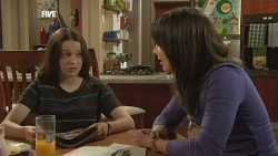 Sophie Ramsay, Kate Ramsay in Neighbours Episode 5880