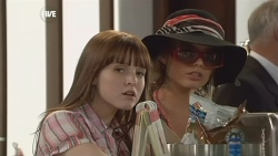 Summer Hoyland, Donna Freedman in Neighbours Episode 5881