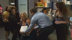 Lyn Scully, Steph Scully, Karl Kennedy, Libby Kennedy in Neighbours Episode 5882