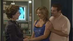 Lyn Scully, Steph Scully, Toadie Rebecchi in Neighbours Episode 5882