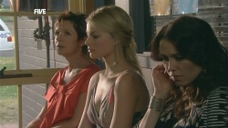 Susan Kennedy, Donna Freedman, Libby Kennedy in Neighbours Episode 5882