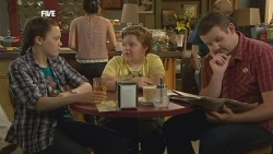 Sophie Ramsay, Callum Jones, Toadie Rebecchi in Neighbours Episode 5887