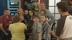 Toadie Rebecchi, Callum Jones, Steph Scully, Libby Kennedy, Ben Kirk, Karl Kennedy, Susan Kennedy, Sophie Ramsay, Lucas Fitzgeral in Neighbours Episode 5888