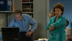 Karl Kennedy, Lyn Scully in Neighbours Episode 5889