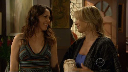 Libby Kennedy, Steph Scully in Neighbours Episode 5890
