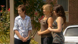 Susan Kennedy, Steph Scully, Libby Kennedy in Neighbours Episode 5890