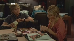 Andrew Robinson, Cat, Donna Freedman in Neighbours Episode 5892