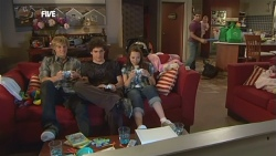 Andrew Robinson, Harry Ramsay, Sophie Ramsay, Declan Napier, India Napier in Neighbours Episode 5893