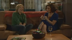 Steph Scully, Rebecca Napier in Neighbours Episode 5896