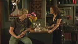 Andrew Robinson, Rebecca Napier in Neighbours Episode 5897
