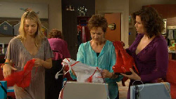 Donna Freedman, Vicki Corbett, Susan Kennedy, Rebecca Napier in Neighbours Episode 5899