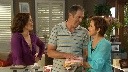 Rebecca Napier, Karl Kennedy, Susan Kennedy in Neighbours Episode 5899