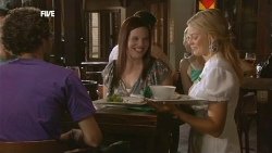 Patron, Donna Freedman in Neighbours Episode 5901