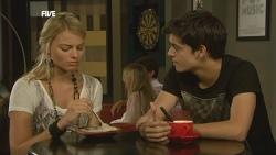 Donna Freedman, Zeke Kinski in Neighbours Episode 5902