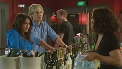 Libby Kennedy, Andrew Robinson, Rebecca Napier in Neighbours Episode 5902