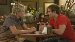 Andrew Robinson, Kyle Canning in Neighbours Episode 5903