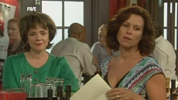 Lyn Scully, Rebecca Napier in Neighbours Episode 5903
