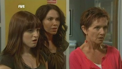 Summer Hoyland, Libby Kennedy, Susan Kennedy in Neighbours Episode 5904