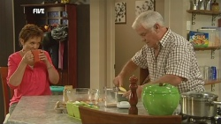 Susan Kennedy, Lou Carpenter in Neighbours Episode 5904
