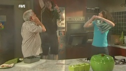 Lou Carpenter, Harry Ramsay, Kate Ramsay in Neighbours Episode 5904