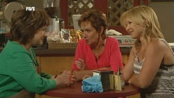 Lyn Scully, Susan Kennedy, Steph Scully in Neighbours Episode 5904