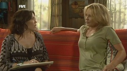 Libby Kennedy, Steph Scully in Neighbours Episode 5905