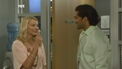 Donna Freedman, Doug Harris in Neighbours Episode 5905