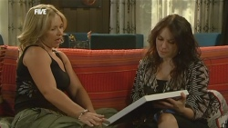 Steph Scully, Libby Kennedy in Neighbours Episode 5905